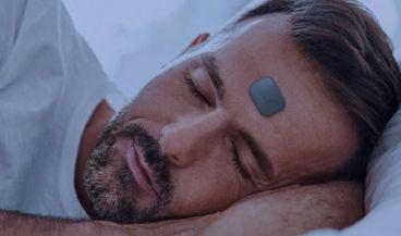 Este nuevo dispositivo monitoriza nuestro sueño y ayuda a identificar problemas como la apnea (Foto. Beddr SleepTuner)