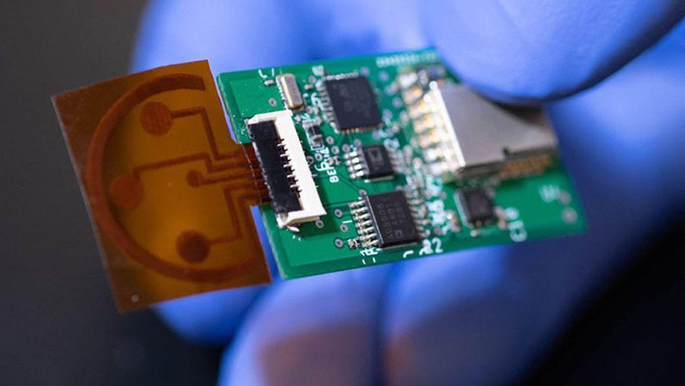 Un sensor de sudor detecta los niveles de estrés (Foto. Caltech)