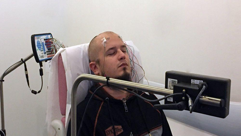 Los electrodos de tatuaje posibilitan la monitorización cerebral EEG a largo plazo (Foto. Universidad Tecnológica de Graz)