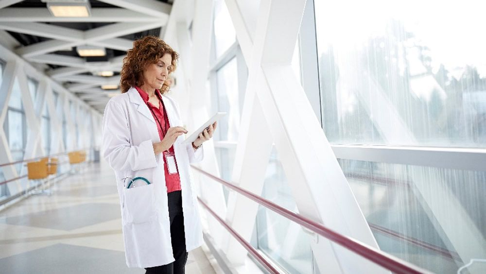 La plataforma en la nube Dragon Medical One, con IA conversacional