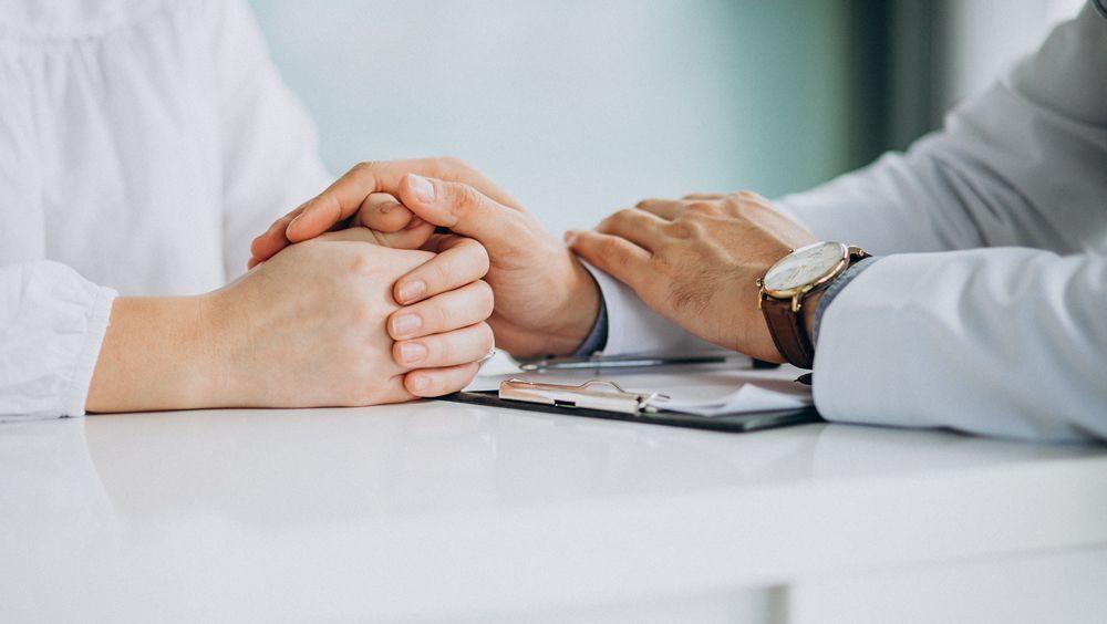Médico y paciente en consulta (Foto. Freepik)