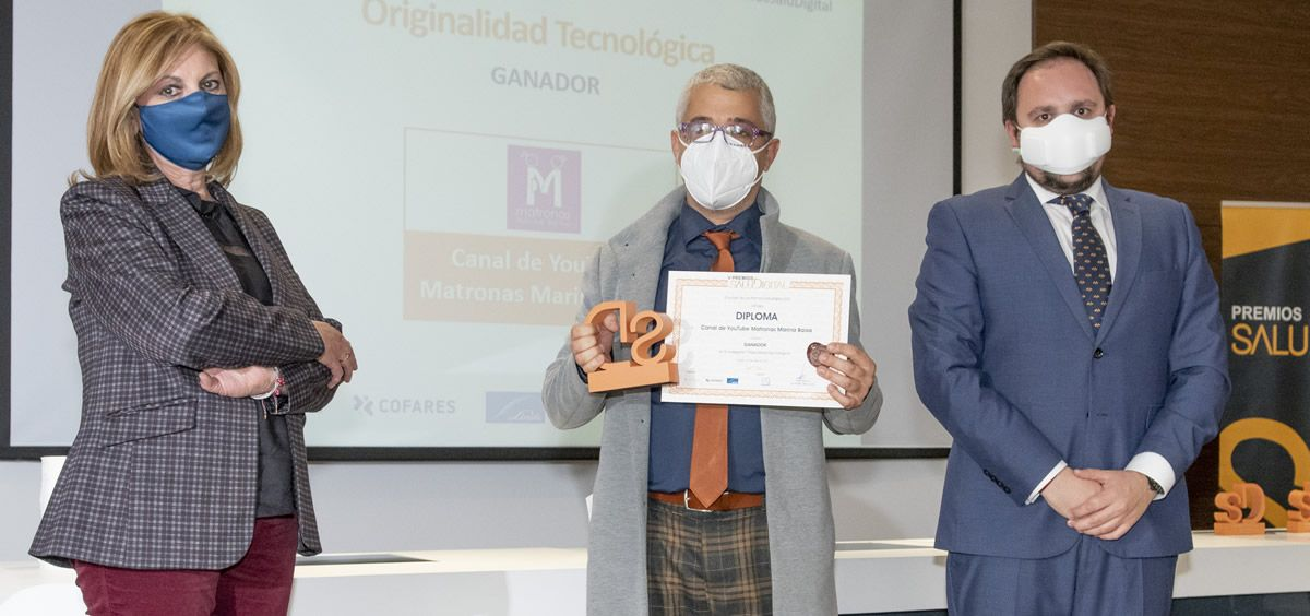 Israel Martín Bayón recibe el premio (Foto. Oscar Frutos)