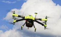 La aplicación de la tecnología de drones tiene la finalidad de llevar al lugar de la emergencia material médico de diagnóstico y el correspondiente botiquín