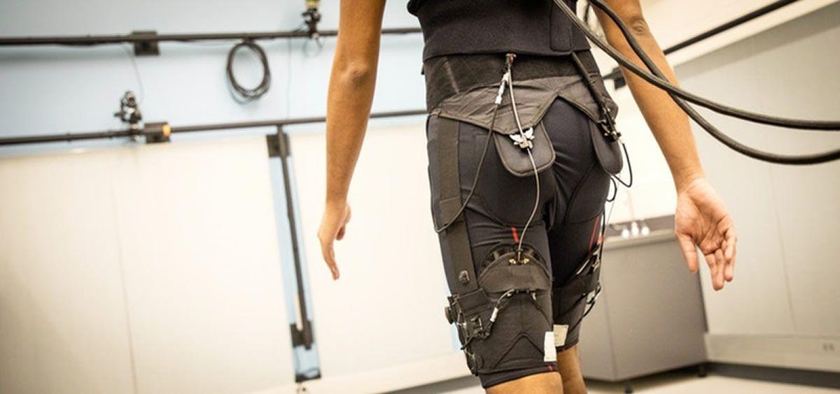Investigadores han creado un algoritmo de aprendizaje automático que, implantado en el exoesqueleto, se adapta al movimiento del paciente