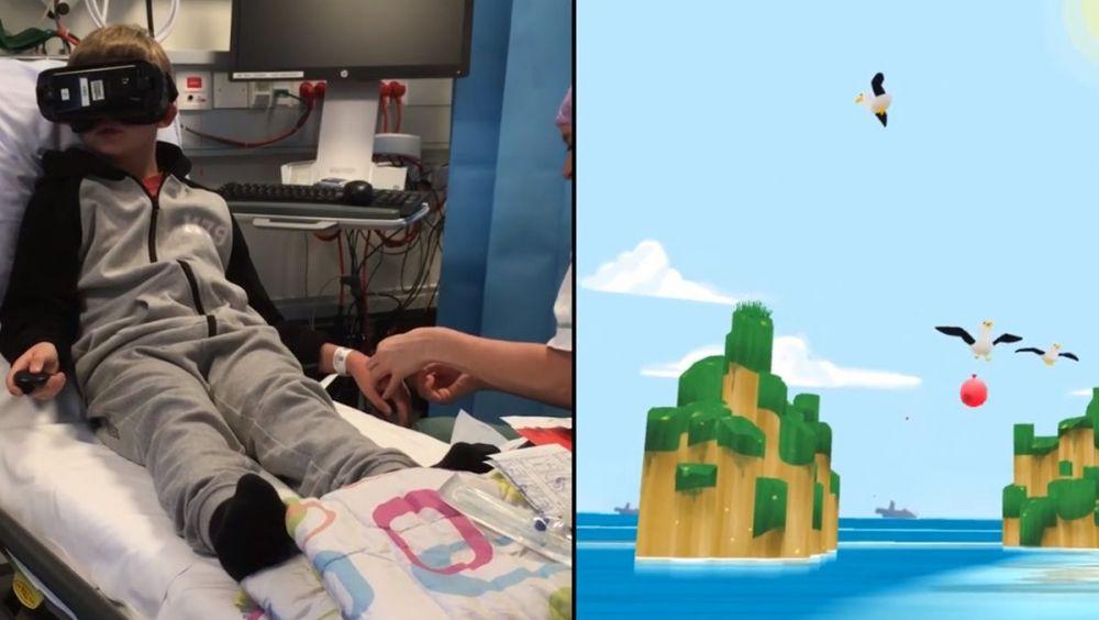 Un niño juega mientras la enfermera procede a la extracción de sangre