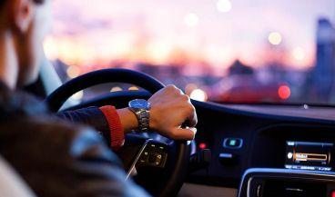 Los wearables distraen al volante tanto como los teléfonos móviles