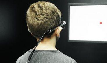 Los investigadores han descubierto que un filtro de luz verde ha permitido a niños con dislexia concentrarse en la lectura y mejorar la agudeza de su comprensión