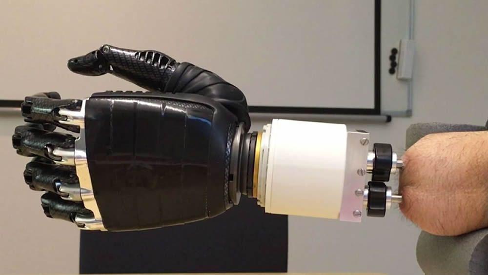 El sistema ha sido creado por Integrum, la Universidad Tecnológica Chalmers (Suecia) y el Instituto de Biorobótica de la Escuela Superior Santa Ana en Pontedera (Italia)