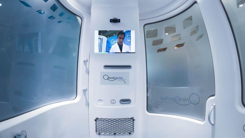 Imagen de la Consult Station de H4D, telecabina medicalizada de la compañía Omnidoctor