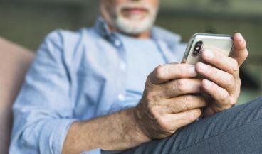 Lanzan una aplicación que transcribe conversaciones a personas sordas