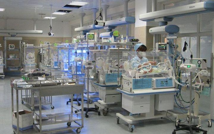 """Investigadores del Hospital Infantil de UCLA están probando un dispositivo de""""nana"""" activado por chupete (PAL) en recién nacidos prematuros"""
