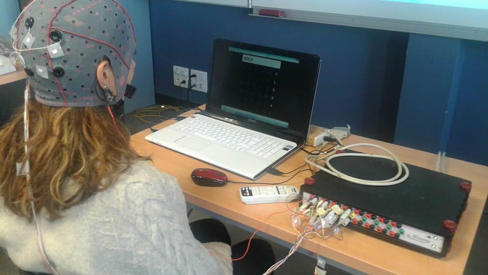 Un sistema cerebro máquina ayuda a personas con parálisis muscular a comunicarse