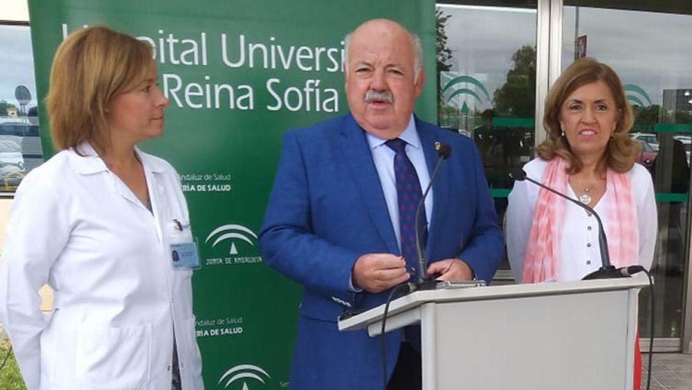 Jesús Aguirre, en el Hospital Reina Sofía de Córdoba, durante su intervención.
