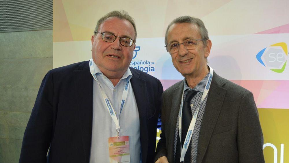 Los Dres. Juan J. Gómez Reino y Josep Blanch, presidentes de la SER y la SEIOMM, respectivamente, durante la inauguración de la I Jornada de Osteoinmunología.
