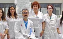 El doctor José Luis Fernández Luna junto a profesionales del grupo de investigación.