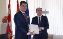 El presidente de las Cortes de Castilla y León, Ángel Ibáñez, ha recibido el Informe que el Procurador del Común, Tomás Quintana