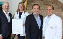 El equipo de la Unidad de Continuidad Asistencial de la Jiménez Díaz con el diploma acreditativo de la certificación