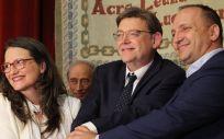 Ximo Puig (centro), junto a Mónica Oltra y Rubén Martínez Dalmau tras firmar el pacto del Botànic II.