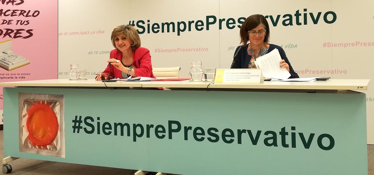 De izquierda a derecha: María Luisa Carcedo y Pilar Aparicio, este jueves durante la rueda de prensa celebrada en el Ministerio de Sanidad, Consumo y Bienestar Social