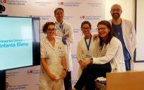 Los doctores Pachecho, Herrera (ambos a la dcha) y Ruiz (izda), junto a la enfermera y a la trabajadora social del equipo del DBC
