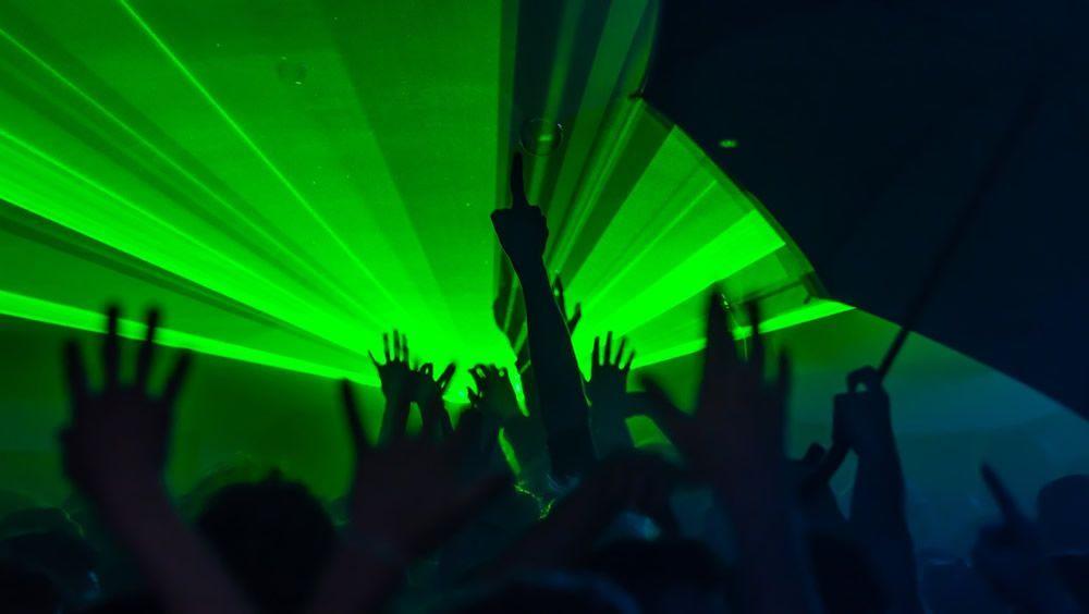 La luz de festivales de música electrónica aumenta el riesgo de ataque epiléptico