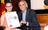 Ruiz Escudero entrega los premios del IV Concurso de Dibujo Infantil de Higiene de Manos