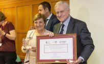 María Luisa Real ha hecho entrega del premio al cardiólogo Valentín Fuster | Foto: Miguel de la Parra