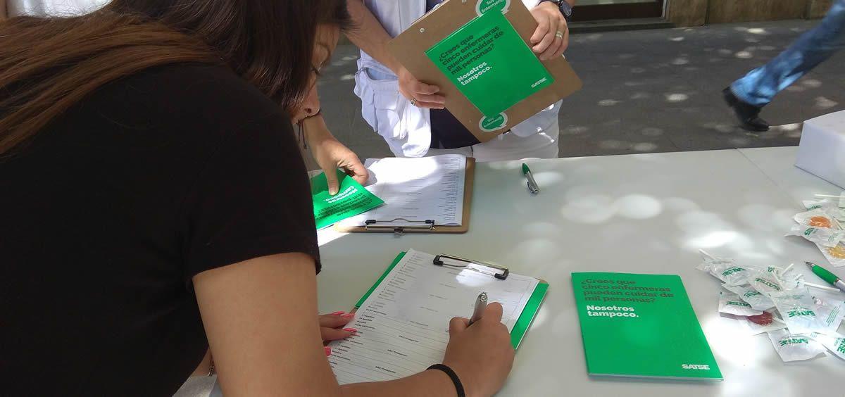 Recogida de firmas del Sindicato de Enfermería (Satse)