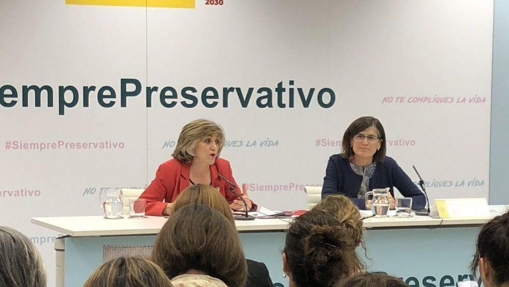 La Ministra de Sanidad en funciones durante la presentación de la campaña Siempre Preservativo/ Foto: Twitter Ministerio de Sanidad