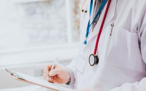 """Los médicos insisten en que España no tiene un déficit de facultativos sino una """"mala distribución"""""""