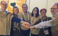 Algunos representantes de SEMERGEN Solidaria acompañan a la doctora Mari Carmen Martínez Altarriba, segunda por la derecha | Foto: Sociedad Española de Médicos de Atención Primaria