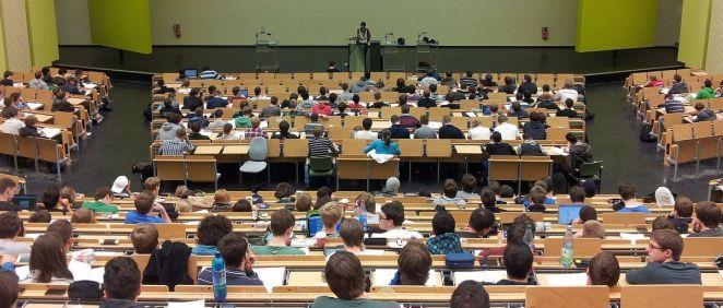Alumnos en un examen. (Foto. Pixabay)