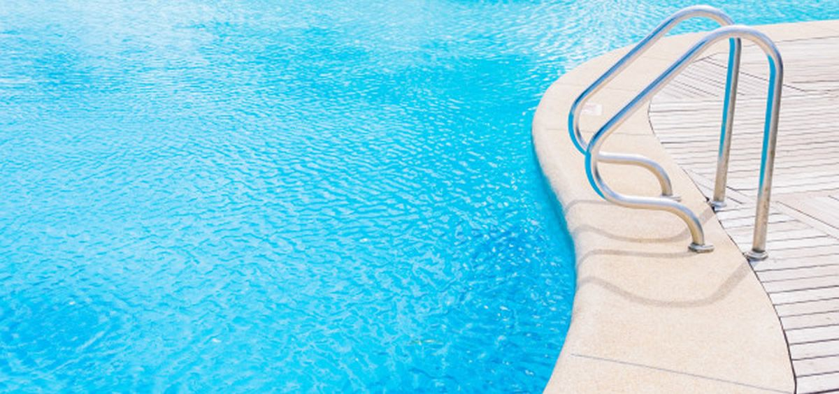 Profesionales del Hospital de Parapléjicos recuerdan un verano más la importancia de conocer la profundidad de una piscina (Foto. Freepik)