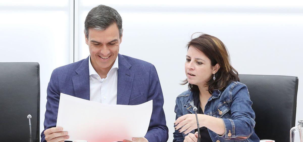 El líder del PSOE y presidente del Gobierno en funciones, Pedro Sánchez, y la portavoz del PSOE en el Congreso de los Diputados, Adriana Lastra. / Foto: PSOE.
