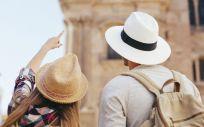 Turistas descubriendo nuevos lugares/ Foto: Freepik