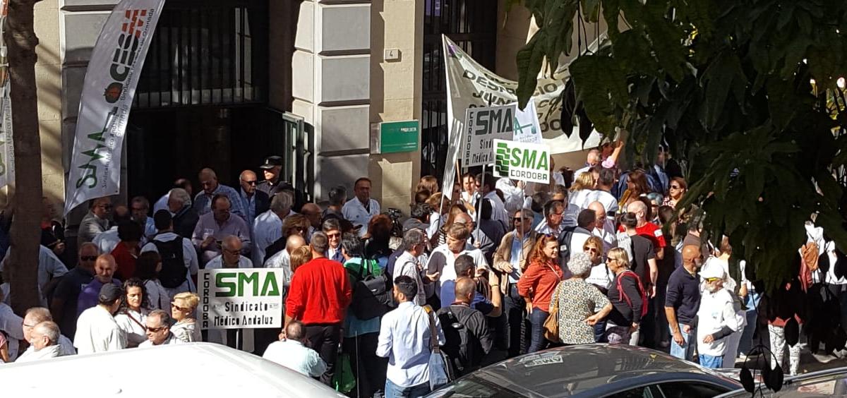 Profesionales del sector sanitario en Huelga (ConSalud.es)