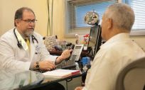 Relación entre médicos y pacientes | Foto: Wikipedia