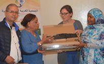 Enfermeras Para el Mundo dotando de ordenadores a mujeres víctimas de violencia de género (Foto: Consejo General de Enfermería)