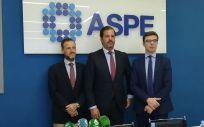 De izquierda a derecha: David Medina, Carlos Rus y Luis Mendicuti, instantes antes de la rueda de prensa organizada por la Alianza de la Sanidad Privada Española (ASPE) | Foto: Juanjo Carrillo Córdoba (ConSalud.es)