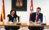 Pacto de gobierno firmado por Isabel Diaz Ayuso (PP) e Ignacio Aguado (Ciudadanos) en la Comunidad de Madrid (Foto: Twitter Ciudadanos Comunidad de Madrid)