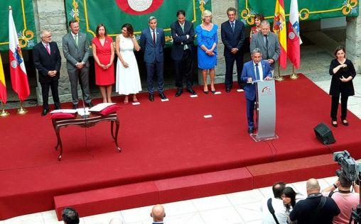 Miguel Rodríguez toma posesión como consejero de Sanidad de Cantabria