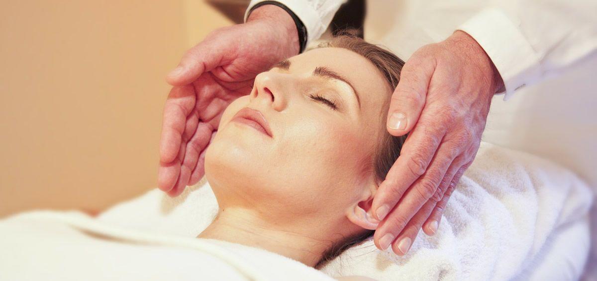Paciente en un tratamiento de mesoterapia (Foto de ConSalud)