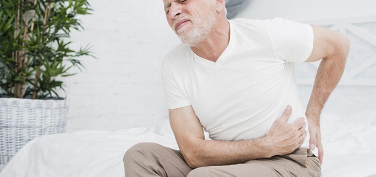 Hombre con dolor de espalda (Freepik)