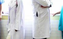 En las últimas horas, las distintas organizaciones sindicales y profesionales se han enfrentado mediante comunicados ante la implantación de la prescripción enfermera en la Comunidad Valenciana. / Foto: Rawpixel
