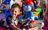 Un niño montándose en una atracción de feria (Foto.Pixabay)