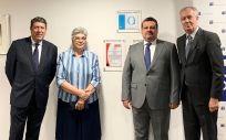 Descubrimiento de la placa de la acreditación QH en la Clínica Santa Elena (Foto. Fundación IDIS)