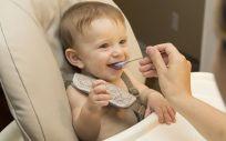 Bebé alimentandose (Foto. Pixabay)