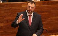 Adrián Barbón anuncia al nuevo consejero de Sanidad de Asturias
