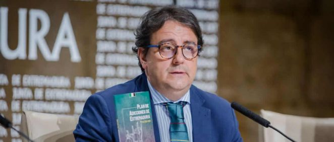 El vicepresidente segundo y consejero de Sanidad y Servicios Sociales, José María Vergeles, durante la presentación (Foto. Junta de Extremadura)