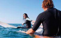 Pareja practicando deportes de agua (Foto. ConSalud)